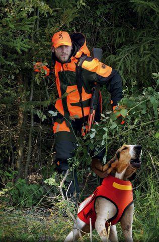 Hund mit Jäger